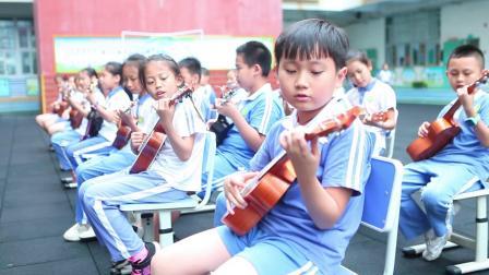 横岗中学三年级(2)班 尤克里里弹唱《小星星》