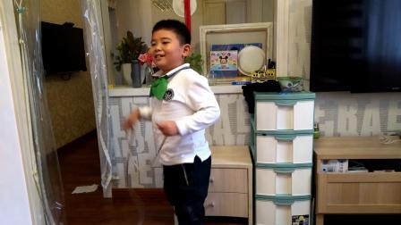 【7岁】10-12哈哈放学在家跳绳,玩绳子video_152018.mp4