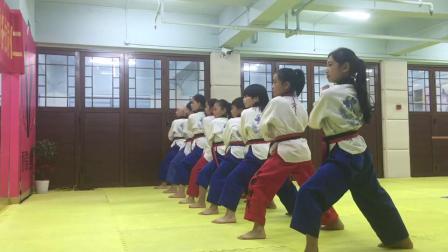 秋歌跆拳道品势教学(剪刀防御)分解和连贯动作