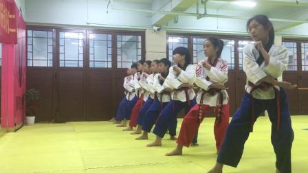 秋歌跆拳道品势教学(单手刀外防+冲拳)分解和连贯动作
