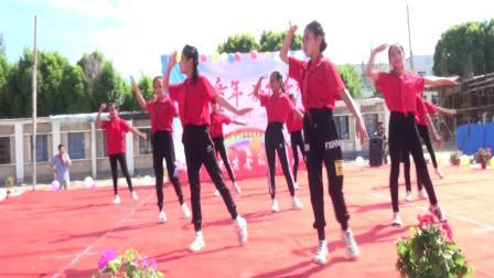 英塔木镇中心小学舞蹈《祖国的花朵》