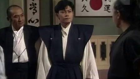 宫本进发现一个高手,很想跟他䟙蹉一下,但师叔阻止了他。