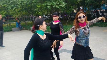 香香和舞友共舞自由舞《双垫》