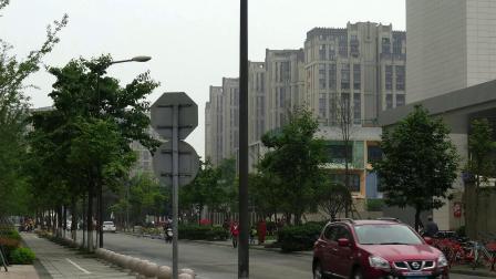 成都高新区的街景和楼盘掠影