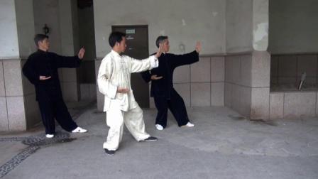 章旭明40式杨氏太极拳动作分解--第十一式 肘底锤_01