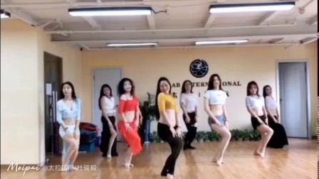 杭州市太拉国际东方舞瑜伽培训学校 —— 晨晨老师与系统班学员鼓舞。