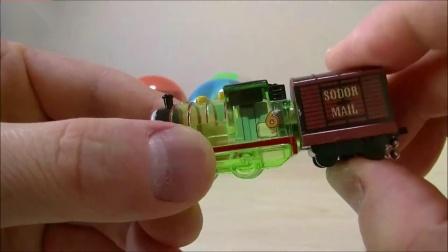 托马斯惊喜蛋迷你小火车挂件透明车厢发光发亮有趣极了
