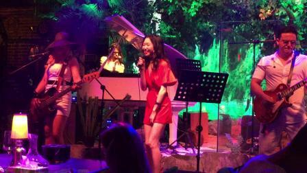 成都酒吧女歌手