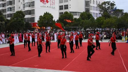 曲靖市马龙区老体协庆祝中国成立98周年文艺汇演节目水兵舞