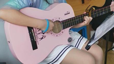 【济宁金金吉他艺术学校课堂】李子奇同学弹唱练习《七里香》2019.6.30