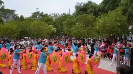 曲靖市马龙区老体协庆祝中国成立98周年文艺汇演节目柔力球(母亲是中华)