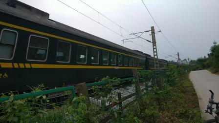 6.15 进德湘桂线DF4D牵引K654快速通过K552+990m