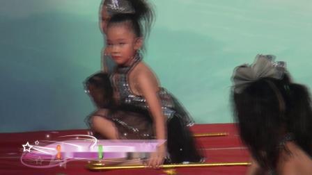 05《棍子舞蹈》大班兴趣班-云潭镇中英幼儿园期末汇演