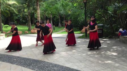 绿海健身队广场舞学跳中国脊梁练习中
