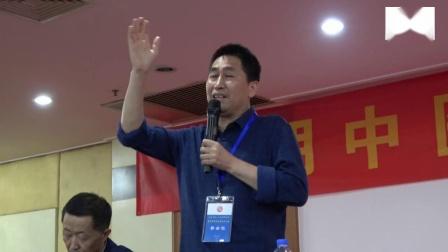 光明中医35周年校友徐汝奇上台讲话