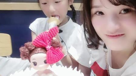 WuTa_2019-07-05_20-05-58小生姜昨天七周岁生日,因在苏州玩没买蛋糕,今日补她😄准备吃蛋糕啦🍰宝贝生日快乐,健康成长!一家三口02