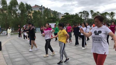 涞源县瑜伽广场舞健身队阵容。