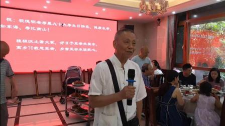 重庆九十岁市民回到阔别数十年的家乡,与家乡老小其乐融融,惊叹家乡巨变