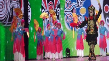 焦作市解放区上白作村演出舞蹈《中国戏曲》
