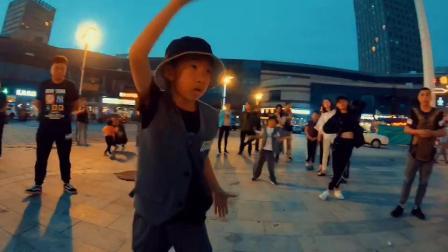 大庆街舞_舞度少儿街舞《街拍》2019_大庆专业零基础舞蹈培训机构学校