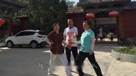 甘肃省陇西县宏扬空竹队肖世虎,罗芬,张玉梅仁寿山玩空竹2019年7月7日