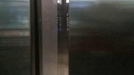牛霸王餐厅小电梯下行