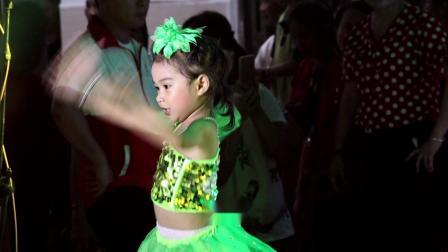 24宝宝乐一二园,阳光幼儿园联欢晚会《长江7号爱地球》