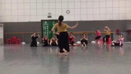 蒙古舞《遥远的妈妈》正面