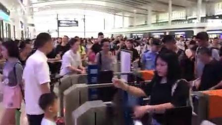 重庆开通直达香港高铁 全程7小时37分 via中新视频