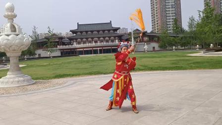 洛阳牡丹剑(花木兰)演练者   王素枝   王爱玲