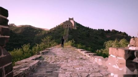 万里长城在外人看来它雄伟壮观,但小凑昭尚却能感受到它的温柔与孤独感
