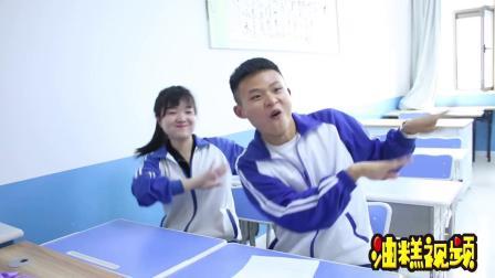 学生抓阄跳广场舞,不料跳的舞跟绝地求生有关,真有意思