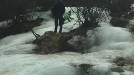 冰川:四川省甘孜州康定市,去折多山的路上