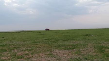 草原生态被这些车破坏了