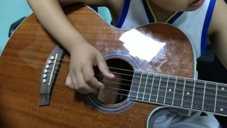 龙辉小朋友吉他弹唱《祝你生日快乐》
