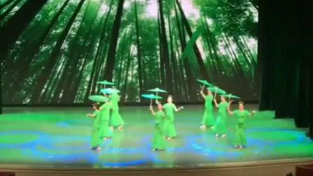 舞蹈竹林深处