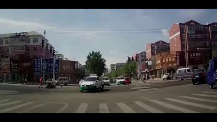 交警设卡检查,私家车见人就跑,究竟什么原因开警车追堵