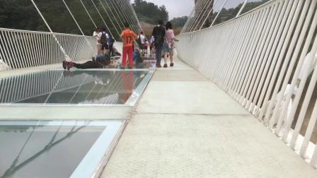 玻璃桥动作电影小视频