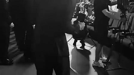 喜欢看你跳舞 给你换了个音乐,加了个滤镜 《如果我是DJ》就成了《蓝莓之夜》 @高天鹤Neil 要开...