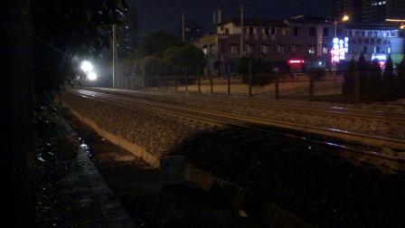 客车Z294次西安站接近