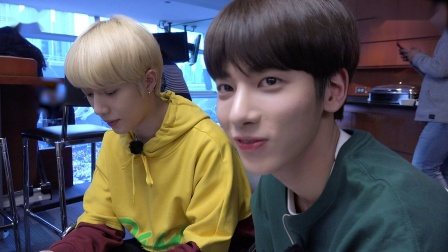 [T:TIME] Here's the men giving a big cheer for BTS - TXT