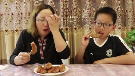 轩妈自己动手烤带骨头的香肠,烤了一大袋,真有那么好吃吗