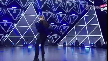 #O网页链接##蔡徐坤新歌YOUNG# 蓝玫瑰的初舞台 我开始喜欢你的舞台 满满的回忆,第一眼就看到...