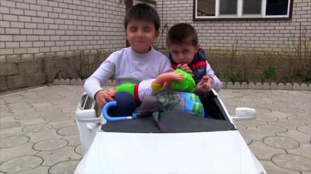 我们坐在汽车轮子上唱着塞德和萨米尔的童谣和童谣