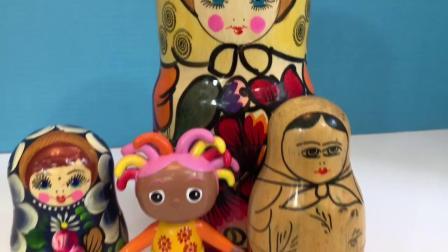 在夜园玩具中打开彩绘雏菊嵌套娃娃