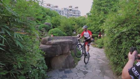 Clement参加MAESTRO攀爬自行车聚会视频