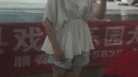 西峡县戏迷乐园大家唱,二零一九年七月二十六日阴雨天气,在桥头文化广厂文艺义演,文化志愿者团队,团长、腊春定: