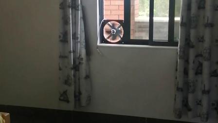 最近天太热,在阳台洗澡,打扮了一下,仿真浴室,结果背后一排尴尬了,居然排到了卧室