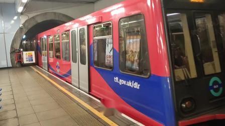 伦敦地铁进站