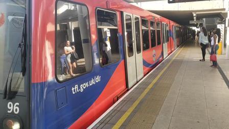 伦敦地铁Lewisham进站